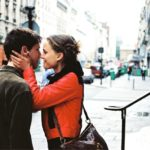 Shkaqet shkencore që i bëjnë njerëzit të bien në dashuri