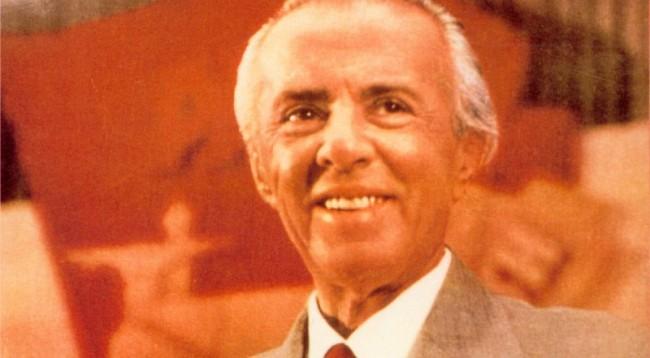 A ishte Enver Hoxha homoseksual? (Video)