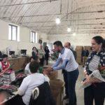 8 Marsi, ministrja Kumbaro surprizon gratë e një ndërmarrje fason në Gjirokastër (FOTO)