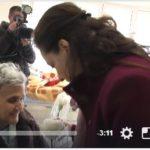 Zamira Rami nuk jep dot as edhe një karafil pa kamera me vete (VIDEO)