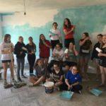 Nisma vullnetare, të rinjtë nga Belgjika lyejnë e pikturojnë kopshtin e Libohovës (FOTO)