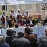 Presidenti Nishani uron Pashkët nga Derviciani, dekoron Ansamblin e Dropullit (FOTO)