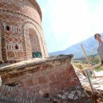 Kumbaro i rri punës te koka, ngjitet te skela e restaurimit të Kishës së Labovës (FOTO)