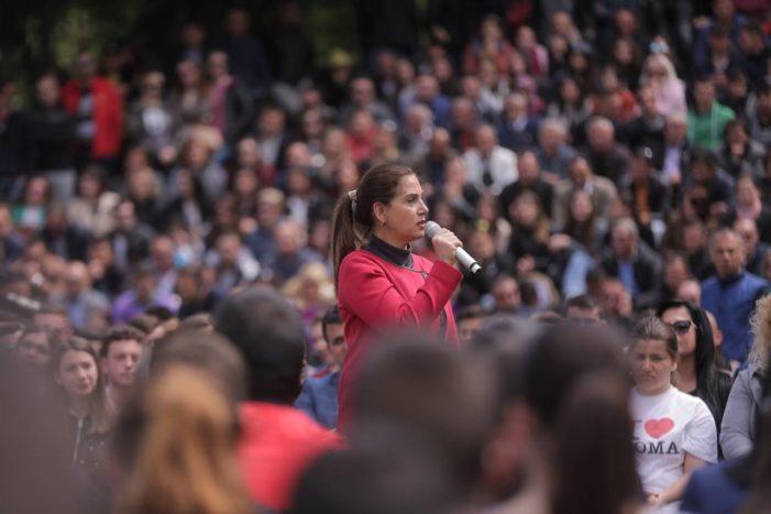 Kumbaro hedh firmën e fundit si Ministër Kulture, 'rikthehet' në Gjirokastër për të koordinuar fushatën elektorale