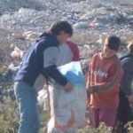 Në fushën e plehrave në Gjirokastër, aty ku fëmijët rrëmojnë për të siguruar jetesën (FOTO)