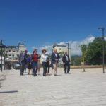 Pas Gjirokastrës ambasadorja e BE-së viziton Përmetin, ndalet te qendra historike dhe banjat termale (FOTO)