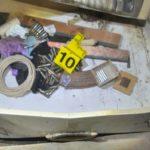 Arrestohet 22-vjeçari, kishte mbushur bodrumin e shtëpisë me armë e kanabis