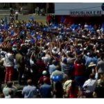 Pak njerëz në shesh dhe një gafë e Tritan Shehut, PD mbyll fushatën në Gjirokastër (VIDEO)