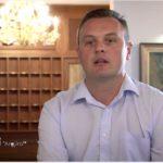 VIDEO/ Fushata në Gjirokastër, shihni personazhet e spotit të Bledi Çuçit