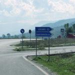 Refugjatët algjerianë vjedhin një shtëpi në Dropull, forcat speciale zbarkojnë në kufirin shqiptaro-grek