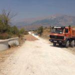 Nis puna për asfaltimin e rrugës nga Kthesa e Libohovës te Ura e Suhës (FOTO)