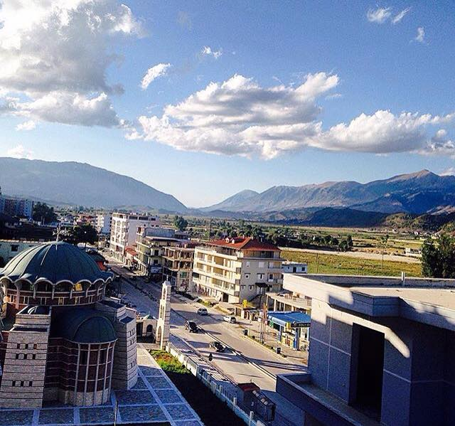 Sherr mes të moshuarve në Gjirokastër, qëllohet me grusht një grua te '11 Janari'