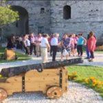 Ekspozohen armët relike në Kalanë e Gjirokastrës (VIDEO)