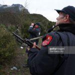 Gjirokastër, ndihmoi 7 sirianë të kalojnë kufirin, arrestohet 40-vjeçari nga Ekuadori