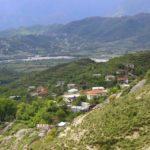 Gjirokastër, 'çmenden' pleqtë e fshatit Hundëkuq. 80-vjeçari rreh 70-vjeçarin