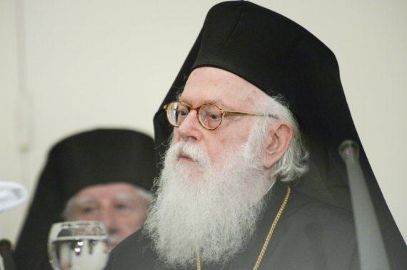 Meshë katolike në Kishën e Labovës, reagon ashpër Janullatos: Shkelje e ligjeve në prani të drejtoreshës së Monumenteve