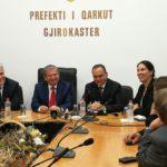 Prefekti i ri i Gjirokastrës e nis detyrën me mobilim zyrash, tender 8.3 milionë lekë