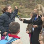 Bashkia Gjirokastër s'ka lekë për rrugën e fshatit Valare. Rrezikohet jeta e fëmijëve. Banorët ankohen te 'Fiks Fare'