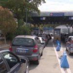 Pala greke bllokon kufirin në Kakavijë, rikthehen radhët e gjata