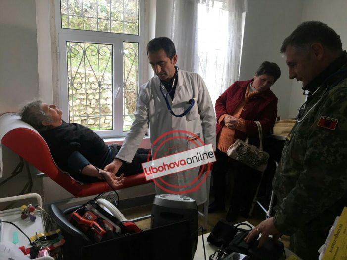 Mjekë specialistë të ushtrisë bëjnë vizita falas në Libohovë (FOTO)