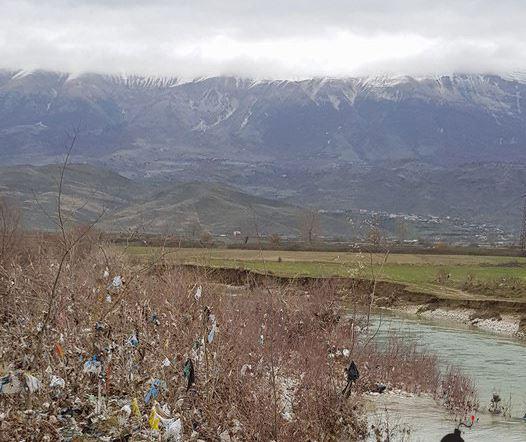 Pamje të turpshme në rrugën Gjirokastër-Kakavijë (FOTO)
