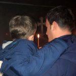 Foto me të birin në Kishë, Flamur Golemi uron Krishtlindjen