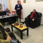 10 milionë lekë tender, prefektit të Gjirokastrës i vijnë kolltuqet e reja të zyrës