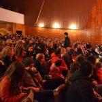Gjirokastër, 'Shpellari' mbush sallën e teatrit, por spektatorët ngrinë së ftohti (FOTO)