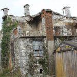 Gjirokastër, lagjet historike me shtëpi të rrënuara (VIDEO)