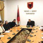 Pas mobilimit të zyrës, Prefekti i Gjirokastrës pret makinën e re. Dhuratë nga Edi Rama