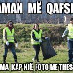 'Aman më qafsh, ma kap një foto me thes'. Memet e javës nga Gjirokastra (FOTO)