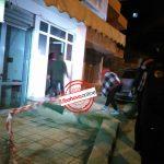 Gjirokastër, banorët kalojnë kordonin policor, futen në pallatin që rrezikon shembjen (FOTO)