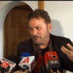Timo Flloko në Gjirokastër, promovon librin te shtëpia e Kadaresë (FOTO)