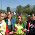 Aksioni i pastrimit në Gjirokastër, zv.ministrja e Mjedisit i 'shkul veshin' Zamira Ramit: Duhet të ishte këtu, mjedisi s'ka parti