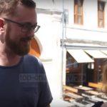Turizmi në Gjirokastër, tranzit nga Korfuzi. Historia e çiftit nga Austria (VIDEO)