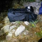 Zbulohen çanta me kanabis në Pogon, trafikantët ia mbathin nëpër male