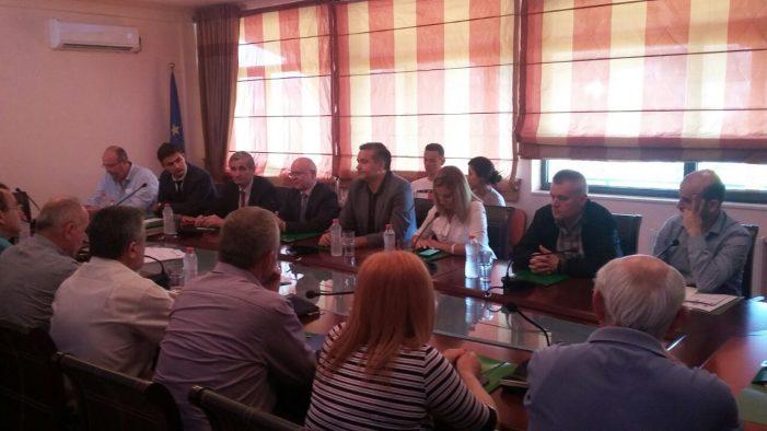 Diskutim mbi politikat mjedisore, ministri Blendi Klosi takim në Universitetin e Gjirokastrës