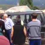 Protestë e tregtarëve të Gjirokastrës: Nuk lejojmë Zamira Ramin të tallet me ne (VIDEO)
