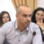 Drejtori i Tatimeve në Gjirokastër ankohet te zv.ministri: Nuk mbledh dot taksën te ata që japin dhomat me qira për turizëm