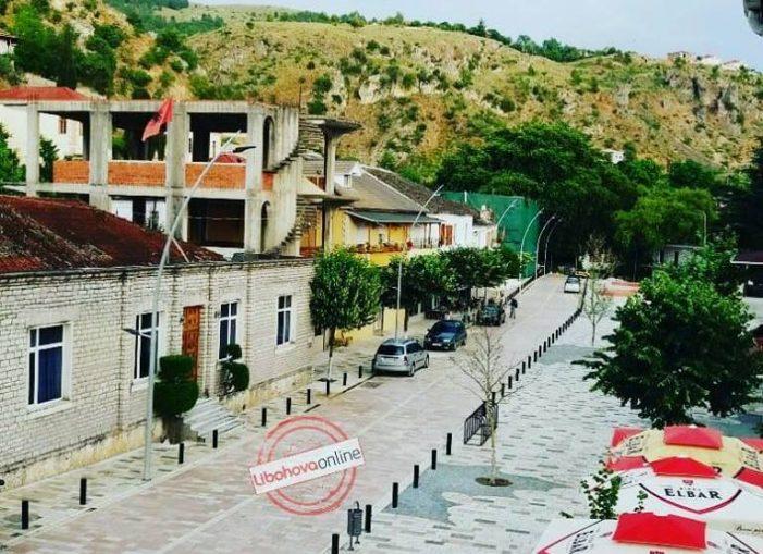"""Bllokohet linja e transportit Libohovë-Tiranë. Nëse s'ka kthim pas, bojkotoni autobusët e shoqërisë """"Argjiro"""", mos udhëtoni me ata që duan të jenë monopol"""