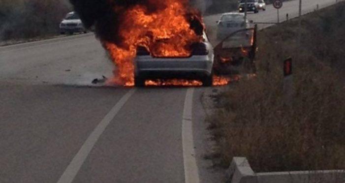 Gjirokastër, makina merr flakë në ecje