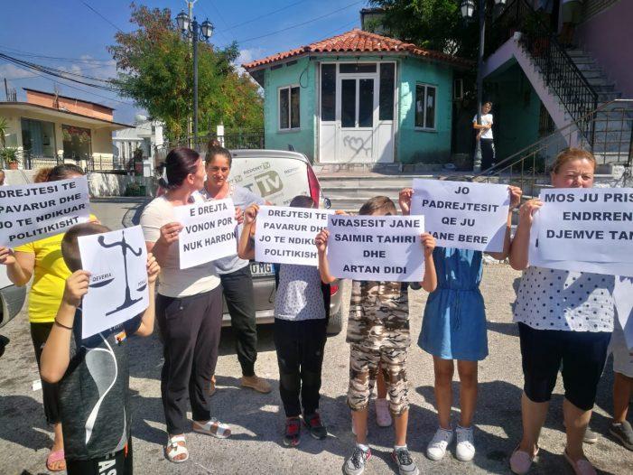 Vrasja e policit në  Lazarat, familjarët e të dënuarve protestojnë kundër vendimit të Gjykatës (FOTO)