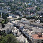 Aksident në zonën muzeale të Gjirokastrës, plagoset turistja angleze