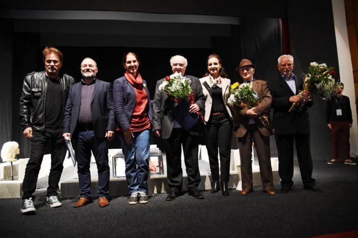 Trupat teatrore mblidhen në Gjirokastër, festohet 50 vjetori i Teatrit 'Zihni Sako' (FOTO)