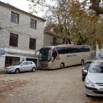 Varrimi i Kacifas në Bularat, mbërrijnë autobusat nga Greqia (FOTO)
