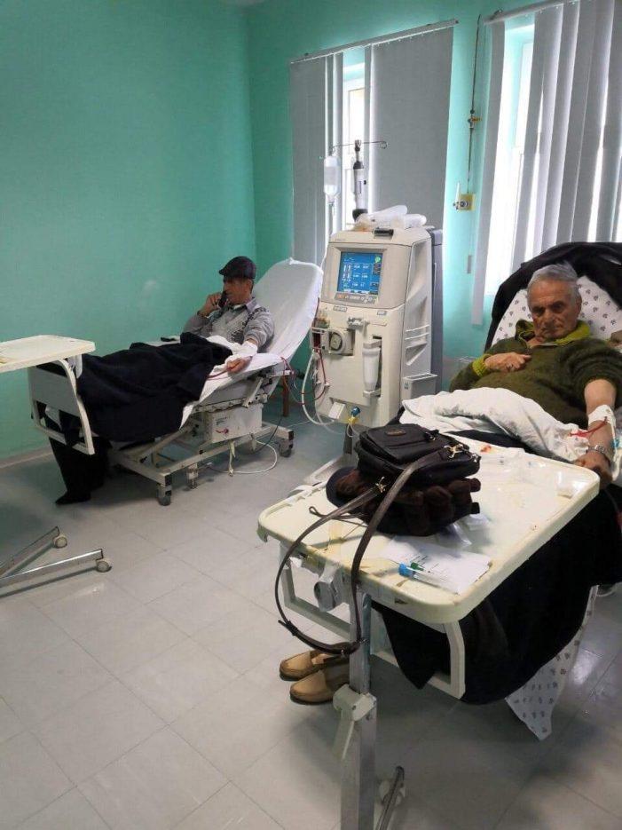 Të bllokuar nga dëbora, 4 pacientë marrin shërbimin e dializës në Spitalin e Gjirokastrës (FOTO)