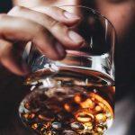 Gjirokastritët të dytët në Shqipëri që konsumojnë më shumë alkol