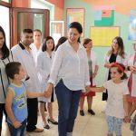 7 Marsi, Kumbaro uron me foton nga shkolla e Nepravishtës ku ishte mësues gjyshi i saj