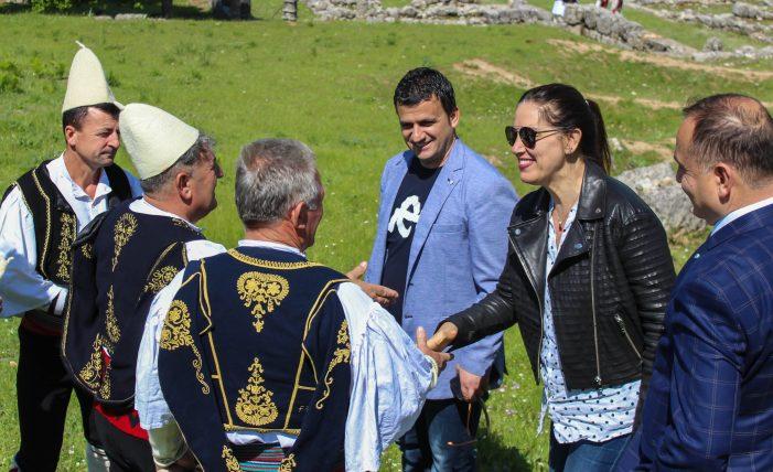 """""""Stolitë Tona"""", hapet sezoni turistik në Antigone (FOTO)"""