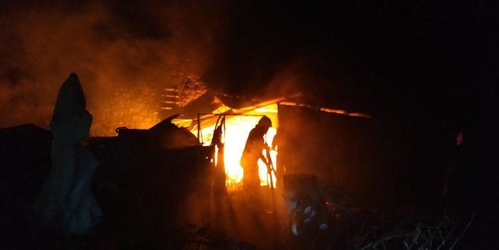 Gjirokastër, zjarr i madh në fshatin Picar, rrezikohet një objekt kulti i fesë bektashiane